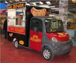 Mega multitruck aménagé en camion hot dog